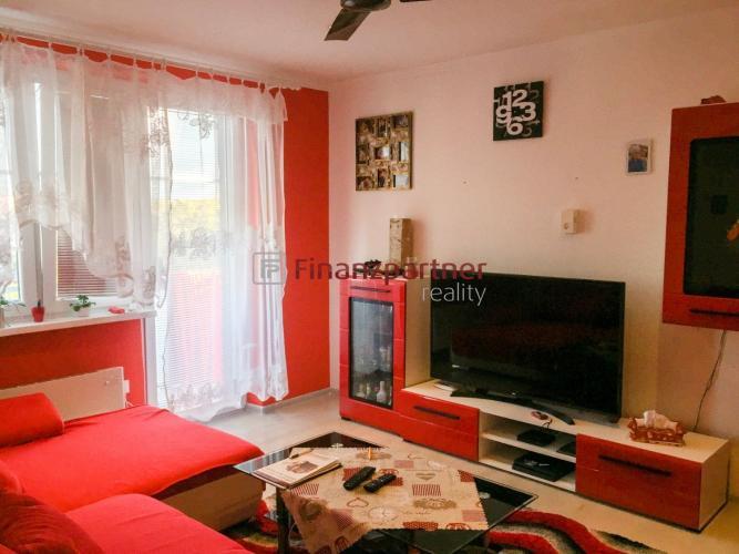 Reality Kompletne zrekonštruovaný 3-izbový byt zo záhradou v Kolárove (003-113-OLS)