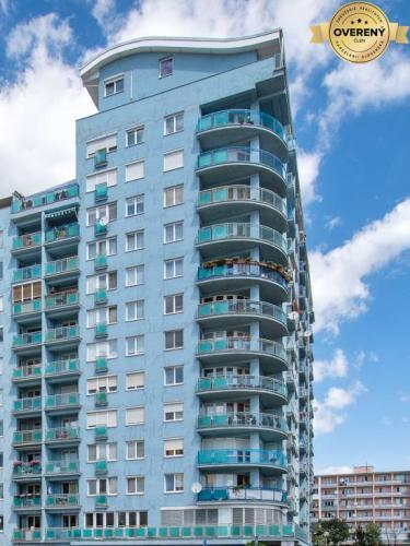 Reality RUŽINOV - Trávniky - štýlový byt v novšej bytovke s parkovaním