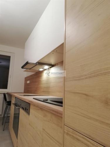 Reality Na predaj krásny kompletne zrekonštruovaný 3 izbový byt na Dunajskej ulici v Nitre, v časti Die