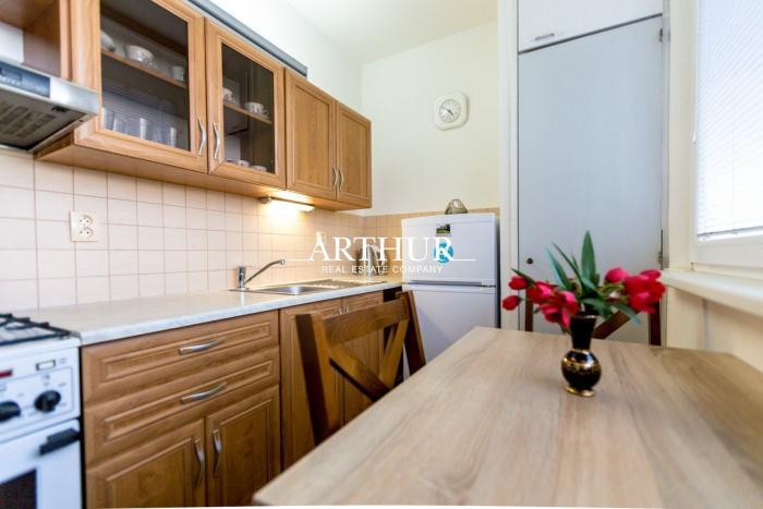 Reality ARTHUR - VOĽNÝ Veľkometrážny 2 izb. byt v Dúbravke na Tranovského ul.