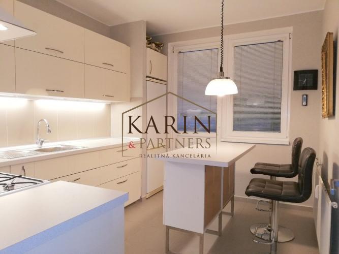 Reality NA PREDAJ výborný 4 izb. byt v obľúbenej časti Petržalky, ROMANOVA ul.