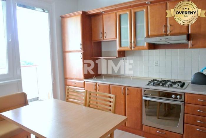 Reality Pekný 3i byt, loggia, rekonštrukcia, Farského ulica, Petržalka
