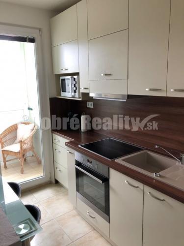 Reality Na predaj luxusne prerobený zariadený 3 izbový byt v Prievidzi