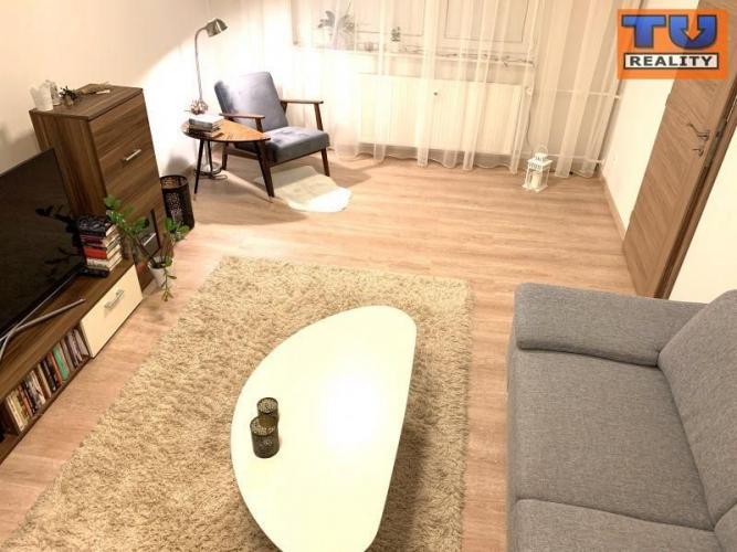 Reality REZERVOVANÉ! Komplet zrekonštruovaný 3 izbový byt priestranným balkónom, 74 m2, čiastočne za