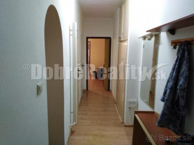 Reality Predám 2 izbový byt v Trenčíne