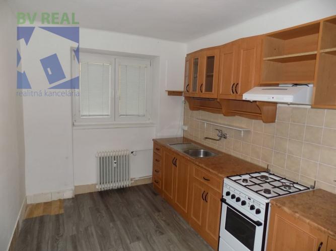 Reality BV REAL na predaj 2 izbový byt 56 m2 Prievidza Staré sídlisko 10005
