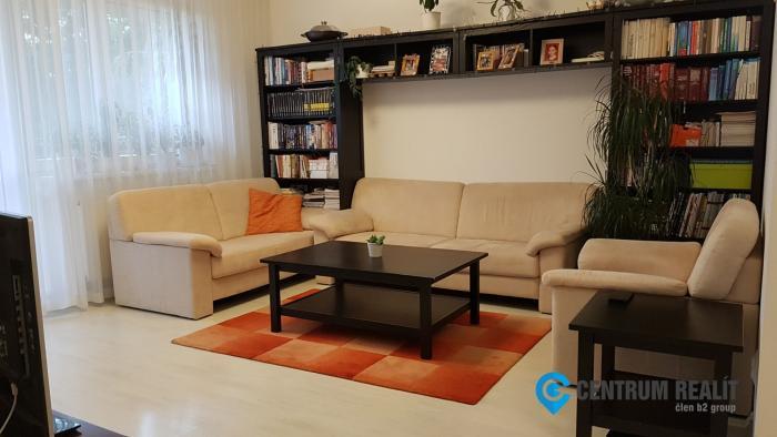 Reality Veľmi príjemný 3-izbový byt s loggiou, parkovacím státím, pivnicou a záhradou, Rovinka, Fare