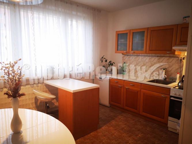 Reality Krásny 4 izbový - DVOJGENERAČNÝ byt v Nitre na Klokočine-čermánska časť s vžhľadom na PAN