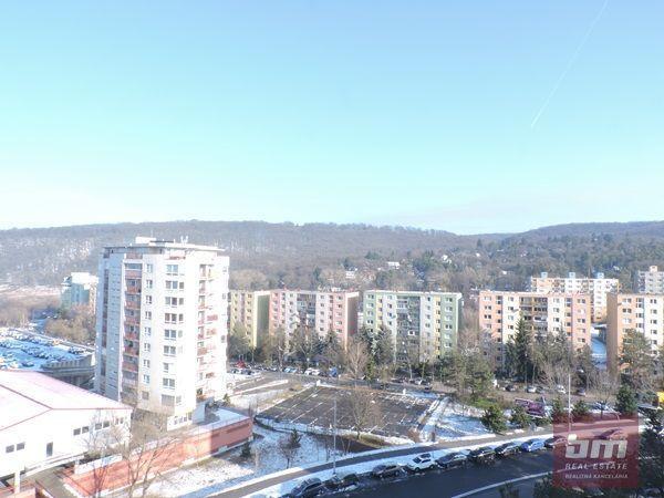 Reality Predaj veľkého 2 - izb. bytu 74 m2 na Heyrovského ul. v Lamači