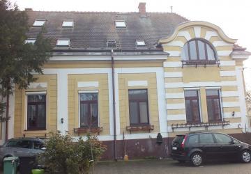 Reality 6 izbová bytová jednotka v historickej budove, Sládkovičovo, okres Galanta