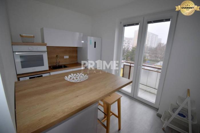Reality Bývajte ako prvý v 2i byte, rekonštrukcia, balkón,Haburská ul.,Ružinov
