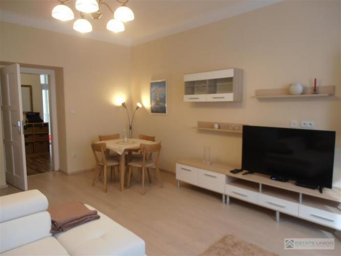 Reality BEZ PROVÍZIE, Prenájom  až 100 m2, 2,5  izb. bytu s loggiou, ANENSKÁ UL., Staré Mesto