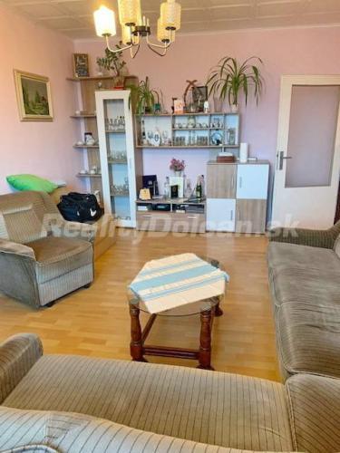Reality NA PREDAJ veľký 2 izbový byt Nitra, širšie centrum, Párovce