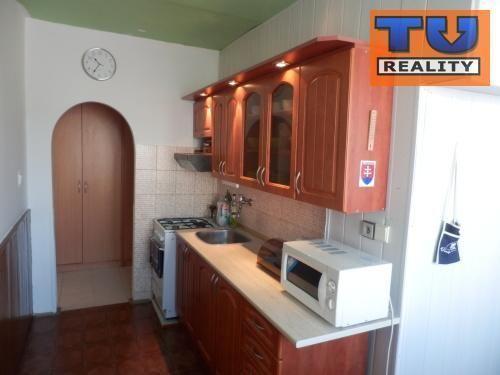 Reality Predaj 2 - izbového bytu v Banskej Bystrici v časti Radvaň. CENA: 110 000,00 EUR