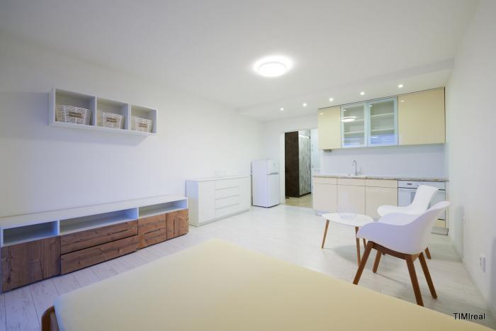 Reality LEN U NÁS krásny, svetlý 1 izb. byt s loggiou RETRO RUŽINOV