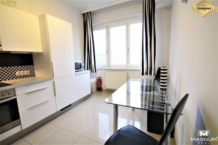 Reality Kompletne zariadený 2i byt (82m2) v úplnom centre mesta- Manderlák SNP