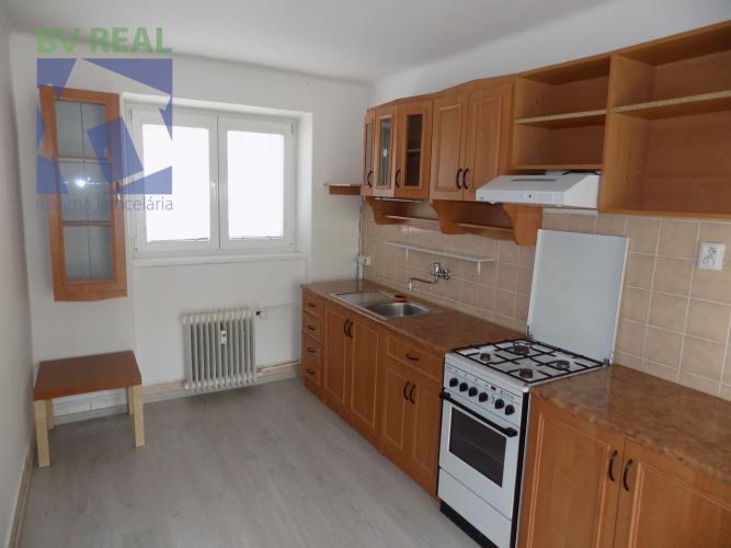 Reality BV REAL na prenájom 2 izbový byt 56 m2 Prievidza Staré sídlisko 10010