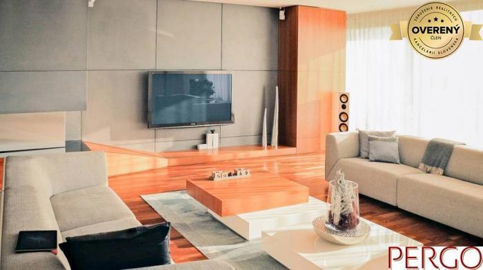 Reality 6-izbový byt v Condominium Renaissance s nadčasovým int