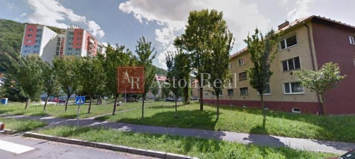 Reality Súrne hľadám pre klienta 2 - izbový byt NA UHLISKU - Banská Bystrica