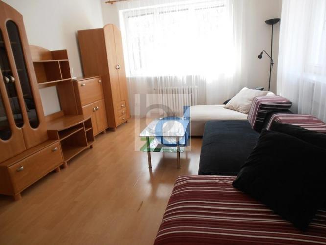 Reality Prenájom dvoch samostatných izieb v 4 izbovom byte na Revúckej ul. vedľa autobusovej stanice  Ml