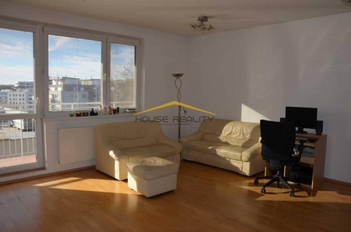 Reality Pekný 2 izbový byt s garážou,Vlárska ul.Bratislava Nové Mesto, Kramáre