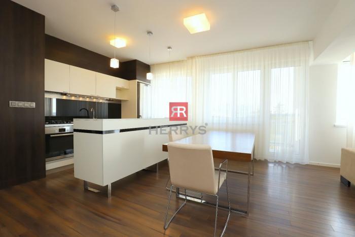 Reality HERRYS - Na prenájom krásny 3 izbový byt na Svetlej ulici v Starom Meste