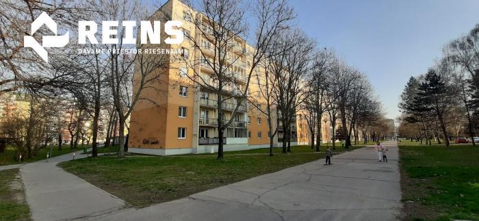 Reality 1+1 izb. byt 43m2 - VÝBORNÁ LOKALITA - RUŹINOV- Ostredky, Jadrova ul.