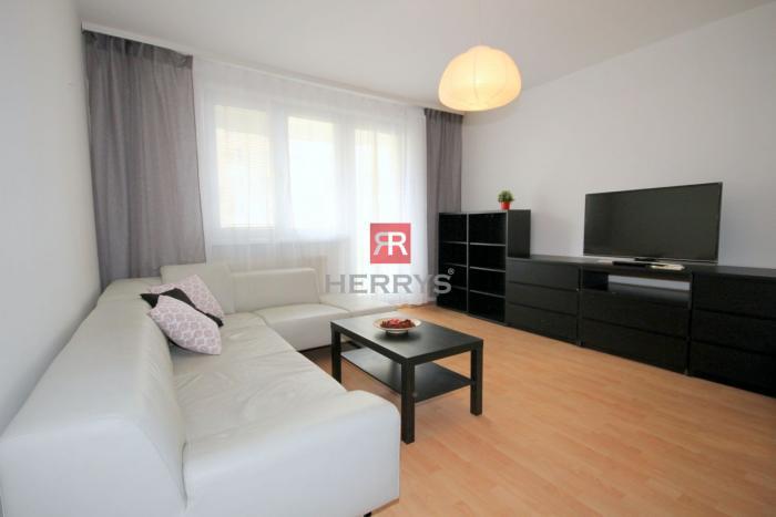 Reality HERRYS - Na prenájom 3 izbový byt s 3 nepriechodnými izbami v Karlovej Vsi