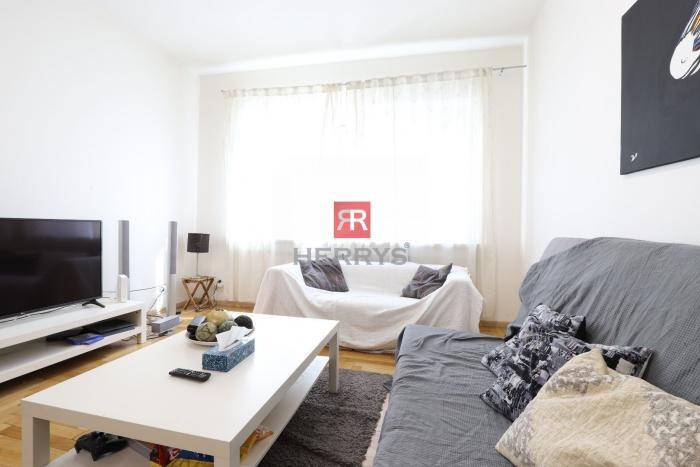Reality HERRYS - Na prenájom priestranný kompletne zariadený 2 izbový byt priamo v centre mesta