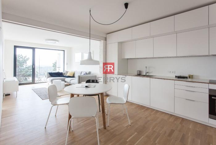 Reality HERRYS - Na prenájom kompletne zrekonštruovaný nadštandardne zariadený 3izbový byt s balkónom