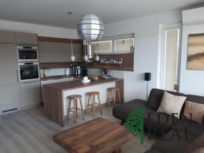 Reality Novostavba 4-izbového bytu s 2 loggiami, garážovým a parkovacím státím