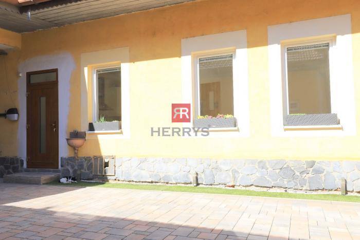 Reality HERRYS - Na prenájom 2 izbový byt v rodinnom dome s vyhradeným parkovaním