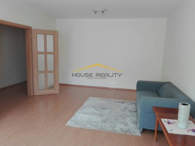 Reality Tichý priestranný 3 izbový byt, Cabanova ulica, Bratislava IV Dúbravka