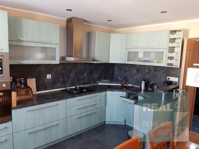 Reality Ponúkame na prenájom kompletne zrekonštruovaný 2 izbový byt v Pov. Bystrici.