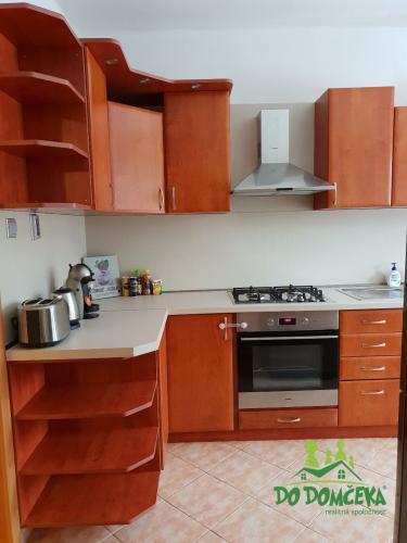 Reality Prenájom, trojizbový byt, ulica Trieda SNP, Banská Bystrica