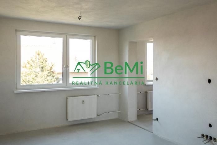 Reality Predáme 3 a pol izbový byt s pozemkom - Topoľčianky (851-113-AFI)