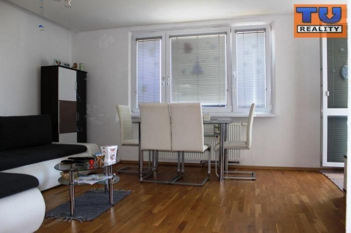 Reality Prenájom, trojizbový byt, 68 m2, kompletná rekonštrukcia, lodžia, pivnica, Trnava, ul. Čajkovs