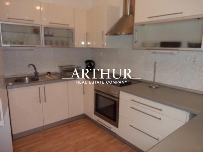 Reality ARTHUR - 2 izbový moderný byt sparkovacím státím ul. Nám. slobody