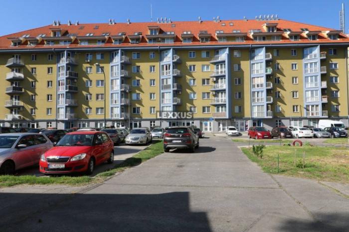 Reality LEXXUS-PRENÁJOM veľký 3i byt, Gercenova ul., Petržalka, BA V. 85,5 m2,