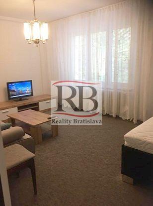Reality 1-izbový byt v obľúbenej zelenej lokalite Štrkovec na ul. Svidnícka v Ružinove