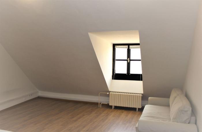 Reality NOVINKA! Prenájom 1 izbového bytu 35 m2 v absolútnom centre Bratislavy na Michalskej ul.