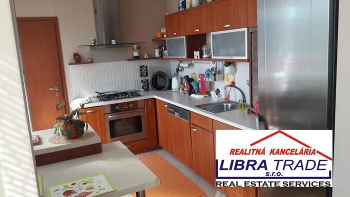Reality Na prenájom pekný 3-izb veľky byt v Nových Zámkoch ul.G Bethlena.