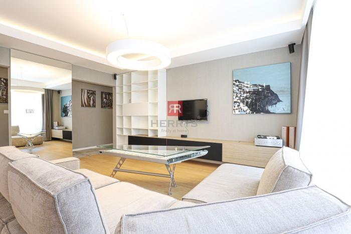 Reality HERRYS, Prenájom moderného 4 izbového bytu s terasou a dvoma garážovými státiami v rezidencii