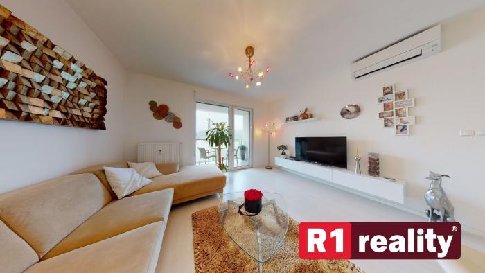 """Reality Pekný 2 izb. byt  """"PARIS"""" /centrum, pri AUPARKU, zariadený/ Piešťany"""