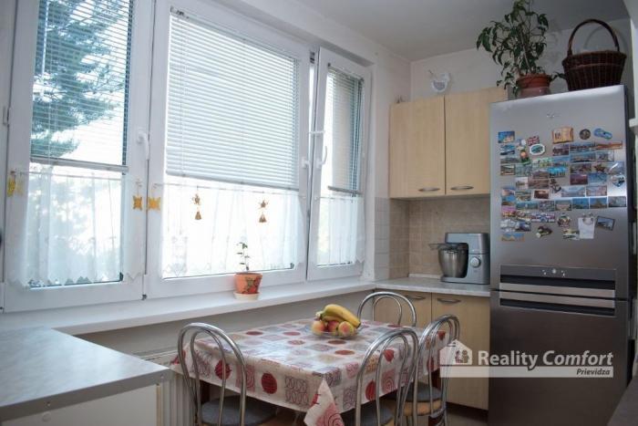 Reality REALITY COMFORT - Na predaj 3-izbový byt  s loggiou v Prievidzi