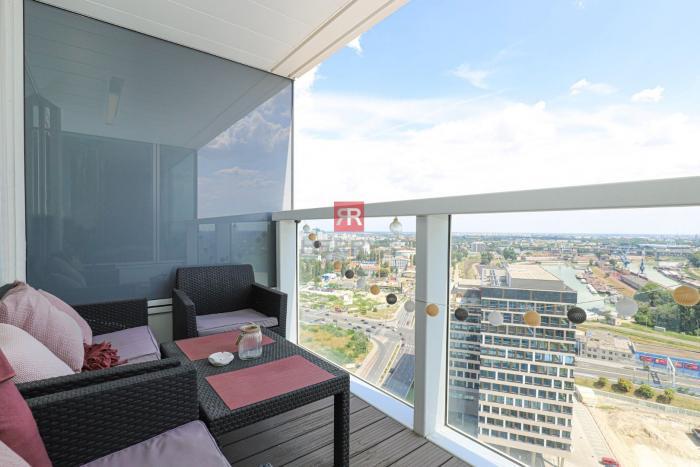 Reality HERRYS, Predaj moderného 2 izbového bytu s lodžiou a garážovým státím na 24. poschodí v pro