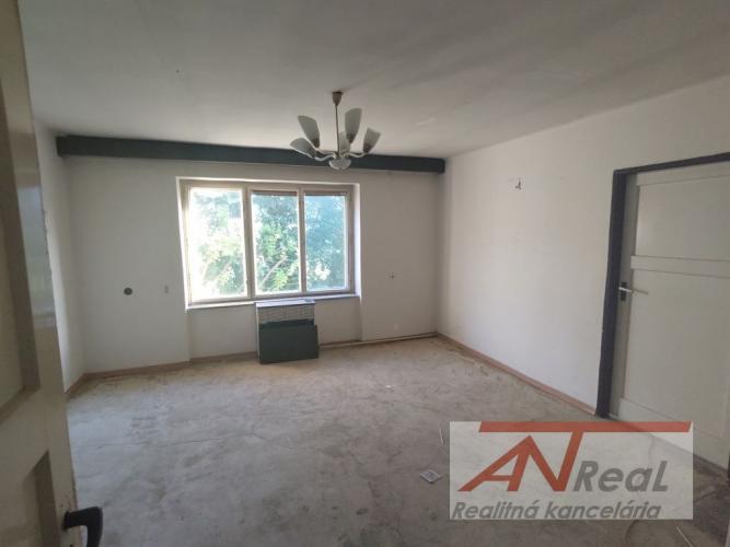 Reality Na predaj, 2 izbový tehlový byt, blízko centra, Prešov