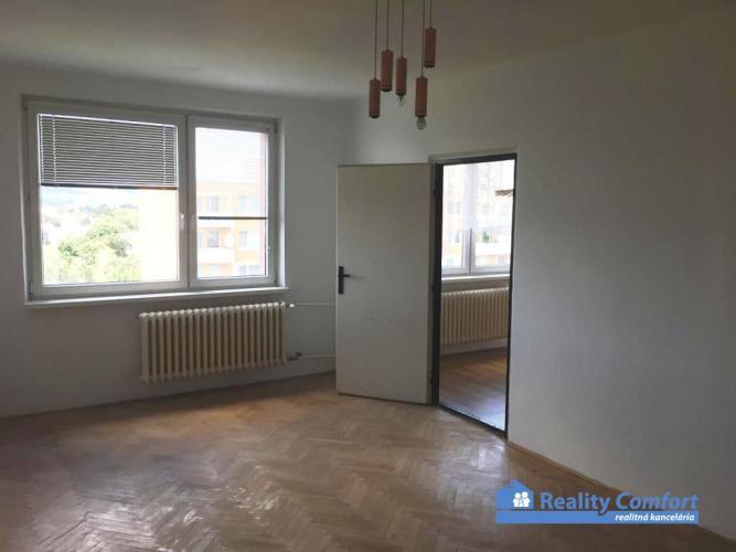 Reality NA PREDAJ, 3 izbový priestranný byt v pôvodnom stave (82 m2), Soblahovská ul., Trenčín