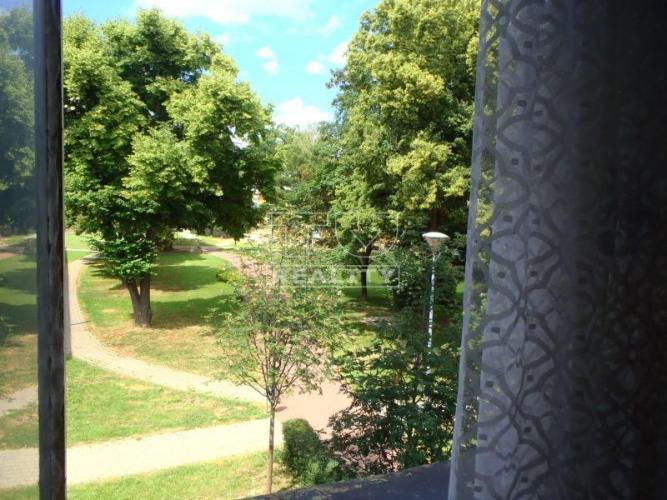 Reality 1 izbový byt na predaj na ul. P.Pazmáňa o výmere 48 m2 s balkónom výhľad do parku. Byt je kú