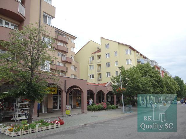 Reality SENEC - NA PREDAJ nádherný, luxusný 3 izbový byt s priestrannou terasou a garážovým státím